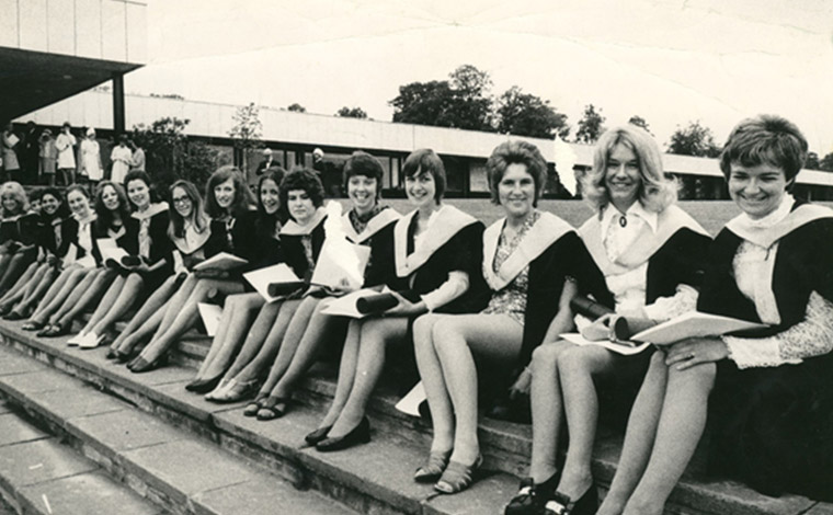A photo of a group of students from 日e 1960s
